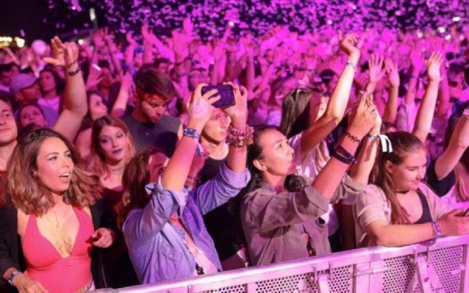 De ce tin cont organizatorii unui eveniment atunci cand invita artistii sa cante?